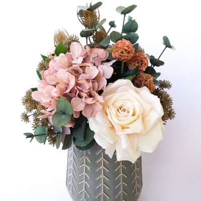 Dusty-pink-hydrangea-boho-arrangement