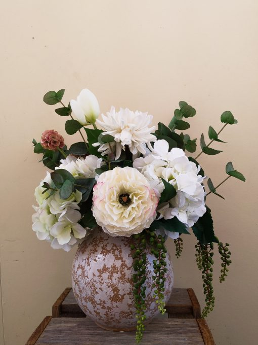Real-touch-Ranunculus-arrangement