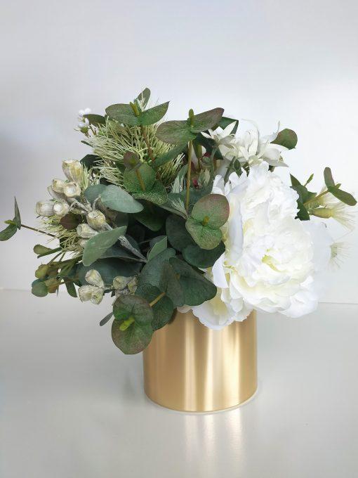 Festive-Table-Flower-Arrangement