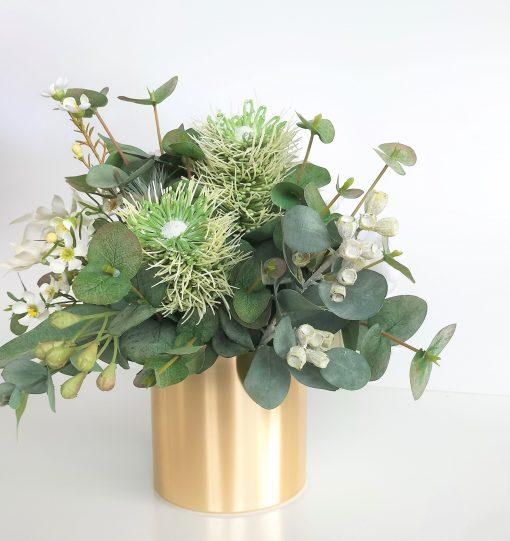 Christmas-Native-white-gold-flower-arrangement